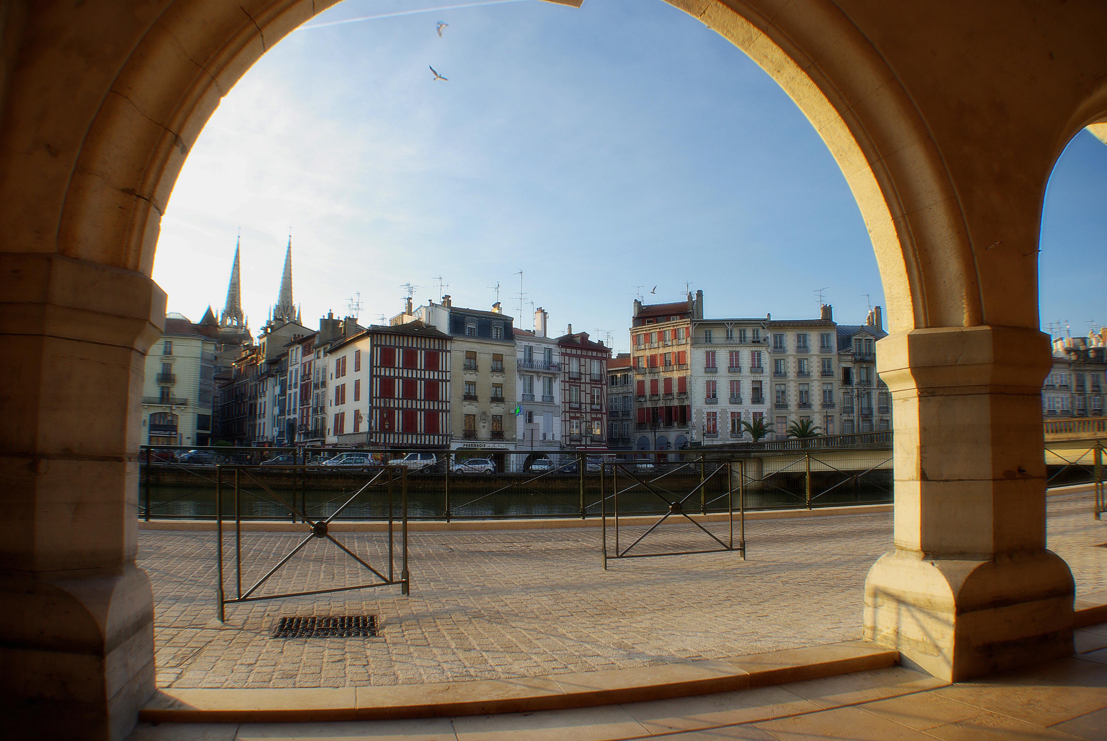 Bab tour un mini bus pour un concentr d histoire blog bayonne bouge - Bayonne office de tourisme ...