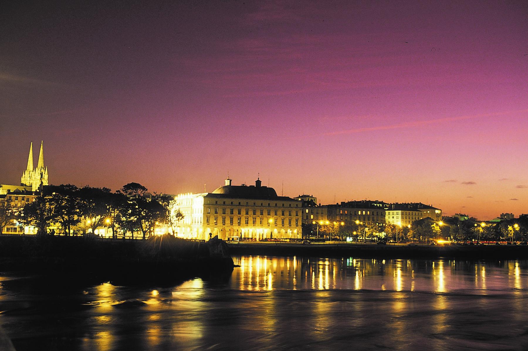 Bayonne Mairie de nuit